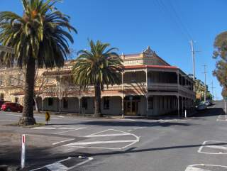 Accommodation at the Midland Hotel, Castlemaine.